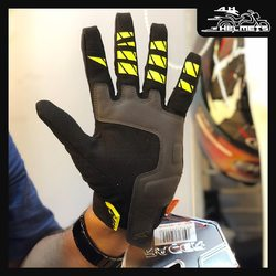 The ROCA 2 is an extremely comfortable and lightweight glove. Its built-in ergonomic D3O® shell underneath the spandex guarantees a good level of protection. It fastens with a flap with rubber on the wrist as well as a tab, making it easy to put on. Its clarino palm and touches of silicone ensure excellent grip on the levers, and it also has a tactile index finger. Racer ROCA 2 D30 Gloves for ₹3,500, link in bio. 📞: 9769902249 for queries We accept Bajaj EMI. #AHHelmets #Helmets #HelmetsInIndia #Bikers #Bike #BikeLife #MotorCycle #MotorBike #MotorCycles #BikeRide #MountainBike #RoadBike #Racing #Cruising #Wheels #InstaMotorCycle #InstaMoto #InstaBike #InstaMotor #Bikestagram #Biker #Moto #BikersOfInstagram #Ride #BikePorn #Motor #Racer